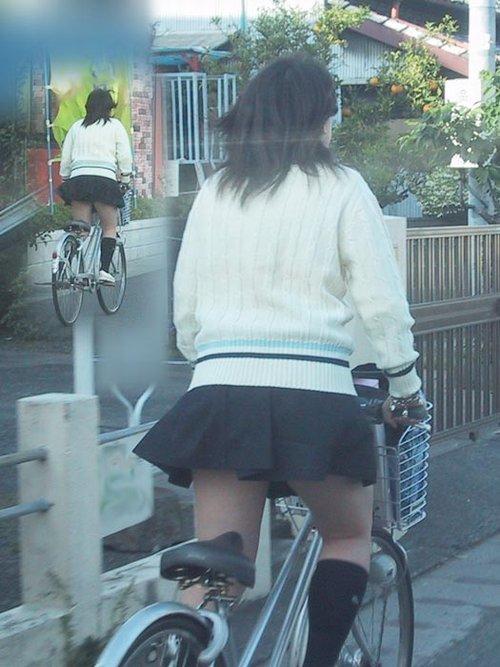 【盗撮】朝から爽やかにパンチラしちゃうJKの自転車通学画像 43枚 No.41