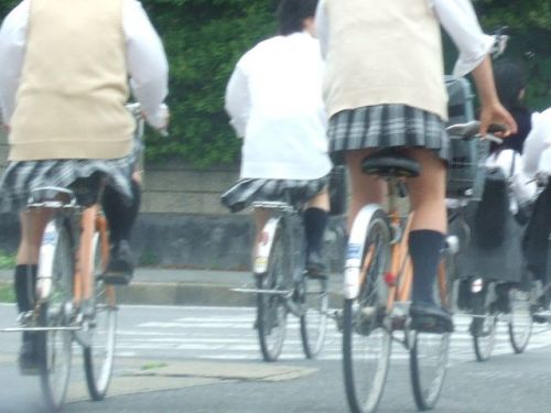 【盗撮】朝から爽やかにパンチラしちゃうJKの自転車通学画像 43枚 No.42