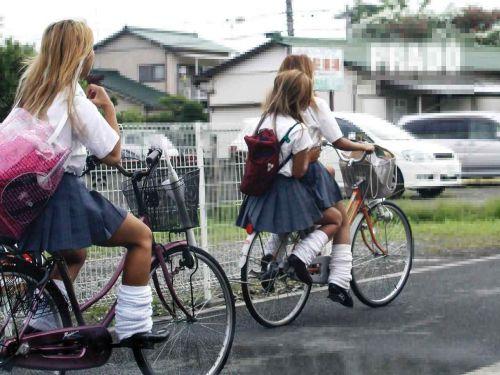 【盗撮】朝から爽やかにパンチラしちゃうJKの自転車通学画像 43枚 No.43