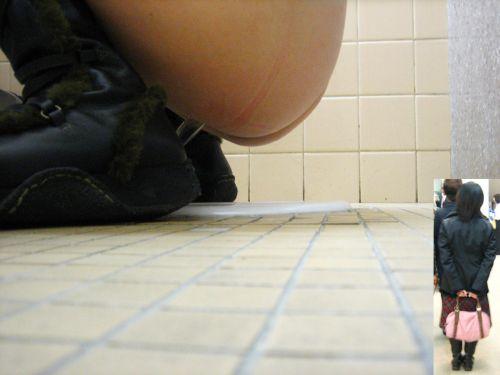 【和式トイレ盗撮】お尻の形が一番丸くなる瞬間を激写したったwww 37枚 No.7