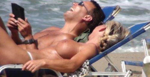 ヌーディストビーチで眉間にシワを寄せてる全裸外国人女性のエロ画像 38枚 No.20