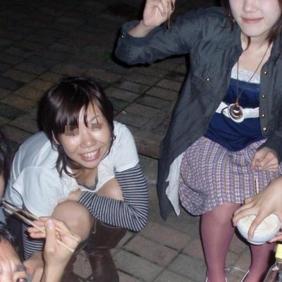 【盗撮画像】巨乳前傾姿勢のお姉さんの胸の谷間がエロ過ぎwww 41枚 No.6