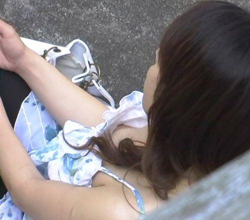 ノーブラ・浮きブラの素人女性の乳首ポロリ画像まとめ 38枚 No.38