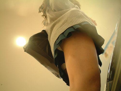 【盗撮画像】 JKを斜め下から見上げるのエロ過ぎワロリンヌwww 39枚 No.18