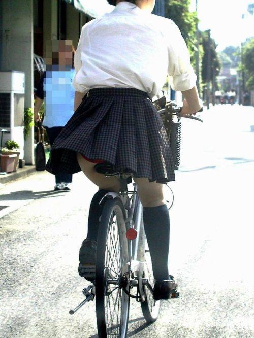【盗撮】JKのパンモロやパンチラが簡単に見られる自転車通学画像 41枚 No.3