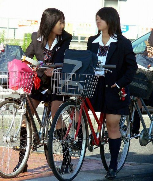 【盗撮】JKのパンモロやパンチラが簡単に見られる自転車通学画像 41枚 No.4