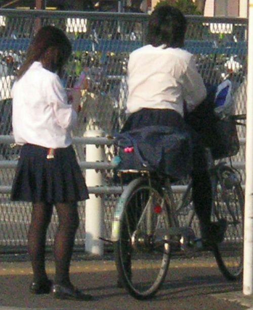 【盗撮】JKのパンモロやパンチラが簡単に見られる自転車通学画像 41枚 No.6