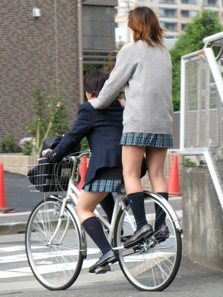 【盗撮】JKのパンモロやパンチラが簡単に見られる自転車通学画像 41枚 No.8