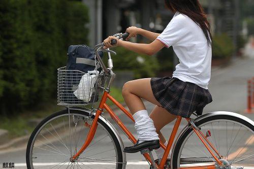 【盗撮】JKのパンモロやパンチラが簡単に見られる自転車通学画像 41枚 No.10