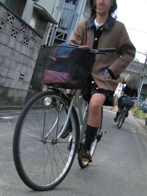 【盗撮】JKのパンモロやパンチラが簡単に見られる自転車通学画像 41枚 No.12