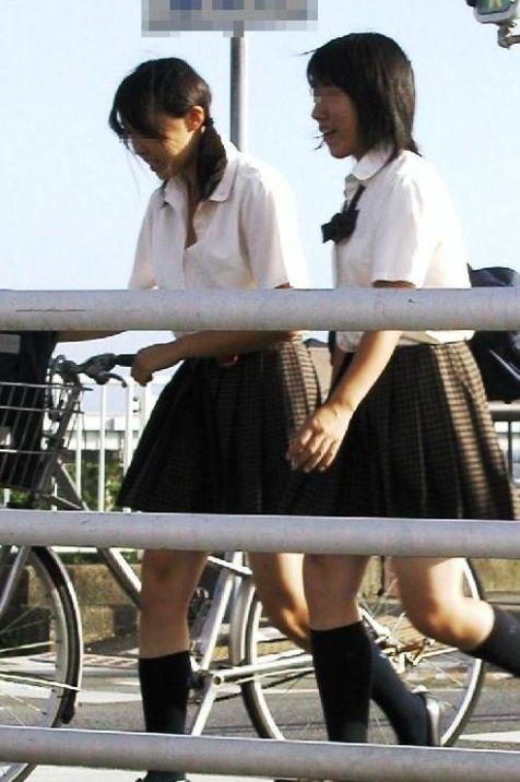 【盗撮】JKのパンモロやパンチラが簡単に見られる自転車通学画像 41枚 No.18