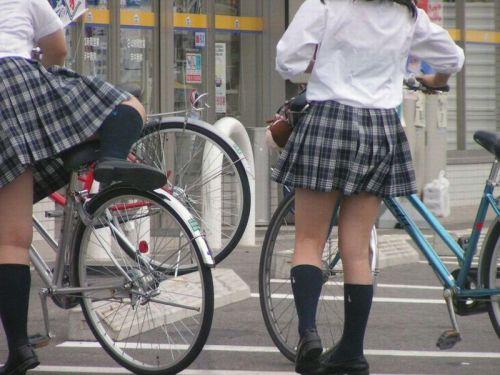 【盗撮】JKのパンモロやパンチラが簡単に見られる自転車通学画像 41枚 No.22