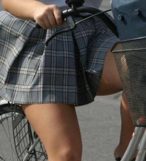 【盗撮】JKのパンモロやパンチラが簡単に見られる自転車通学画像 41枚 No.23