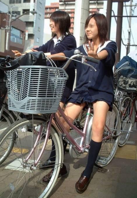 【盗撮】JKのパンモロやパンチラが簡単に見られる自転車通学画像 41枚 No.25