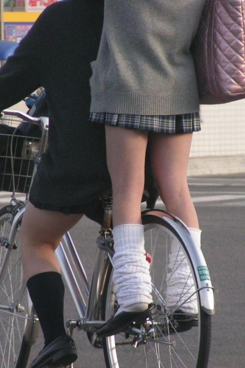 【盗撮】JKのパンモロやパンチラが簡単に見られる自転車通学画像 41枚 No.26