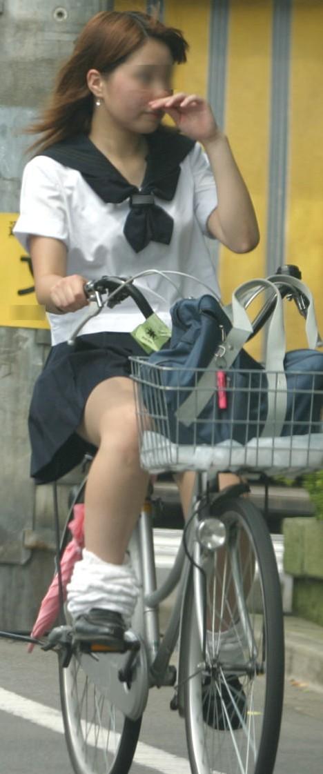 【盗撮】JKのパンモロやパンチラが簡単に見られる自転車通学画像 41枚 No.31