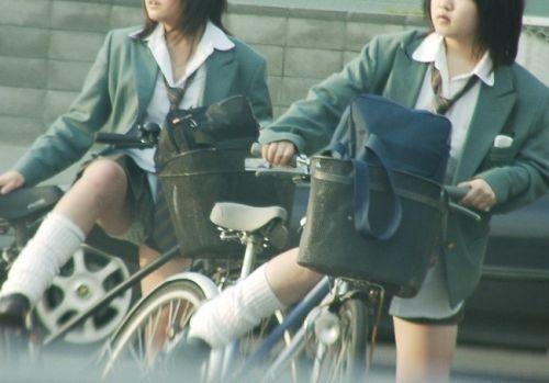 【盗撮】JKのパンモロやパンチラが簡単に見られる自転車通学画像 41枚 No.34