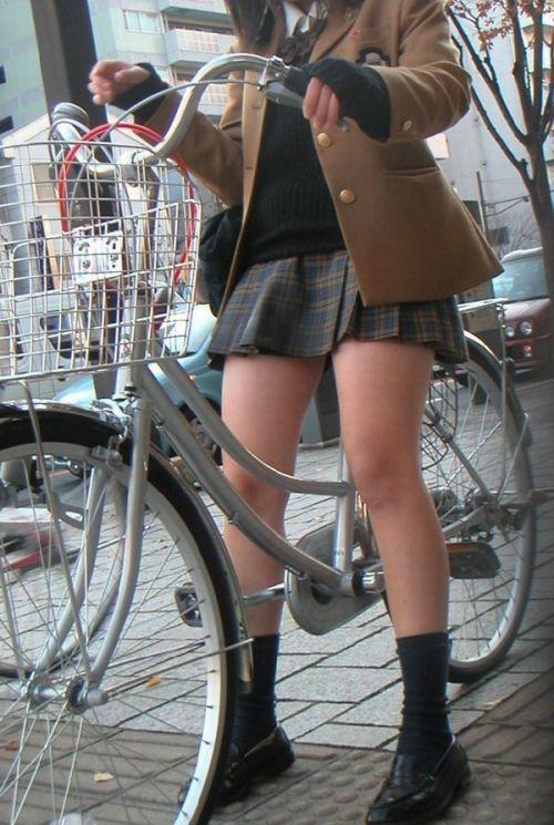 【盗撮】JKのパンモロやパンチラが簡単に見られる自転車通学画像 41枚 No.36