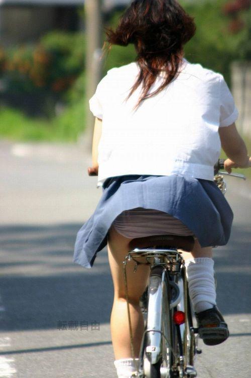 【盗撮】JKのパンモロやパンチラが簡単に見られる自転車通学画像 41枚 No.41