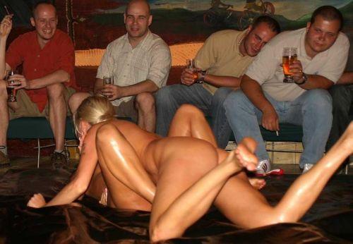 全裸、ニップレス外人女子が全力で戦うキャットファイトのエロ画像 38枚 No.19