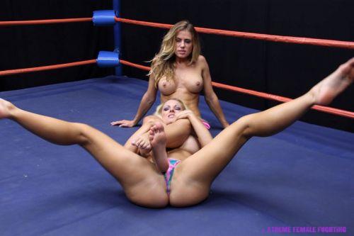 全裸、ニップレス外人女子が全力で戦うキャットファイトのエロ画像 38枚 No.27