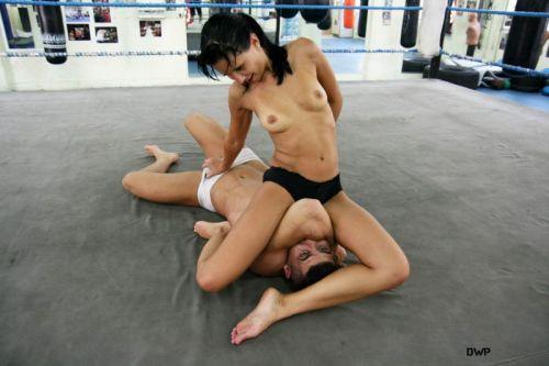 全裸、ニップレス外人女子が全力で戦うキャットファイトのエロ画像 38枚 No.30