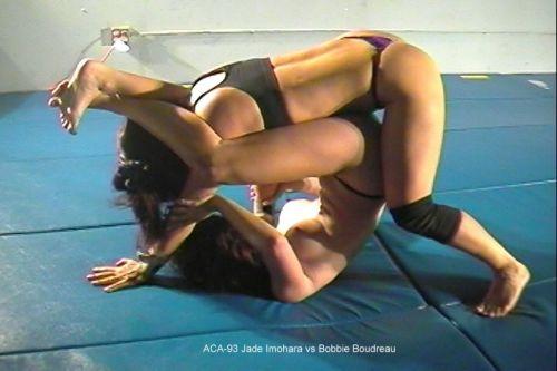 全裸、ニップレス外人女子が全力で戦うキャットファイトのエロ画像 38枚 No.32