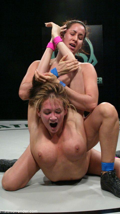全裸、ニップレス外人女子が全力で戦うキャットファイトのエロ画像 38枚 No.36