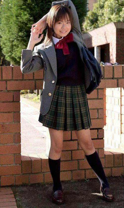 【画像】制服もやっぱり可愛い子が着てるほうが可愛く見えちゃうよね 36枚 No.8