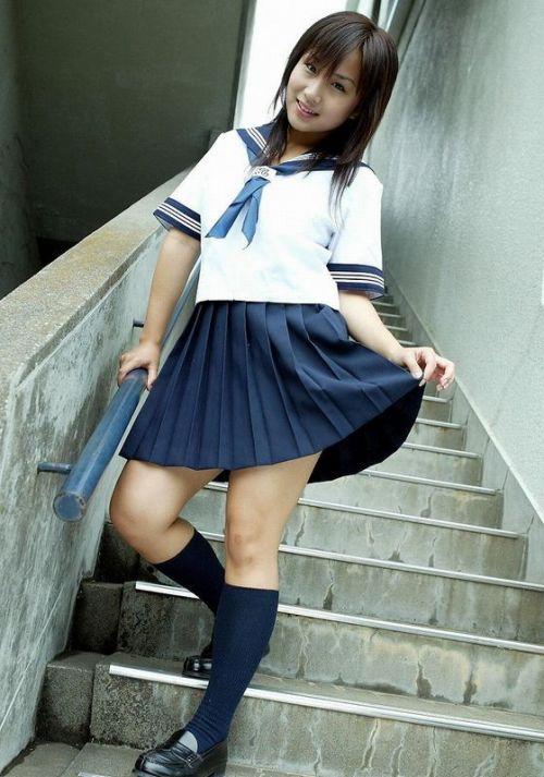 【画像】制服もやっぱり可愛い子が着てるほうが可愛く見えちゃうよね 36枚 No.22