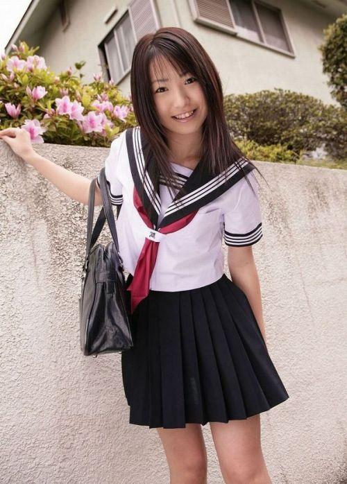 【画像】制服もやっぱり可愛い子が着てるほうが可愛く見えちゃうよね 36枚 No.25