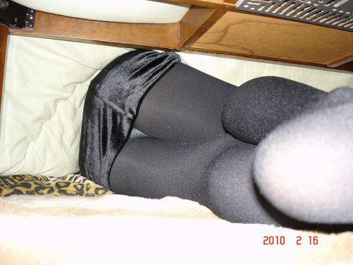 【画像】こたつに入った姉や妹のパンチラを盗撮した結果www 31枚 No.22