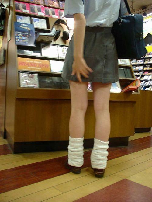 【盗撮画像】素足がスベスベでフレッシュなJKのナマ足エロ過ぎだわwww No.2