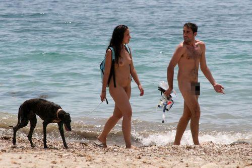 【盗撮画像】全裸なのを忘れてそうなヌーディストビーチの外人女性 38枚 No.13