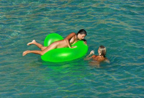 【盗撮画像】全裸なのを忘れてそうなヌーディストビーチの外人女性 38枚 No.30