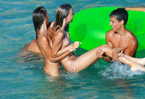【盗撮画像】全裸なのを忘れてそうなヌーディストビーチの外人女性 38枚 No.31