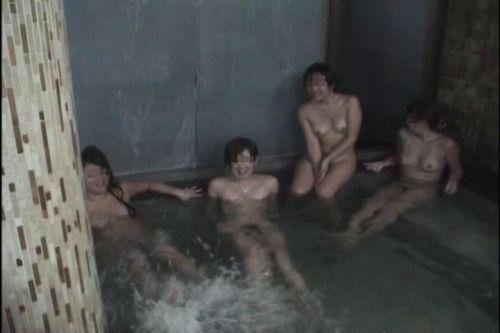 全裸やおっぱい丸出しでおふざけMAXなギャル達の画像まとめ 38枚 No.16