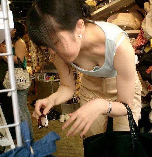 タンクトップの女性のおっぱいの膨らみや胸チラがエロ過ぎ抜けたwww 49枚 No.3