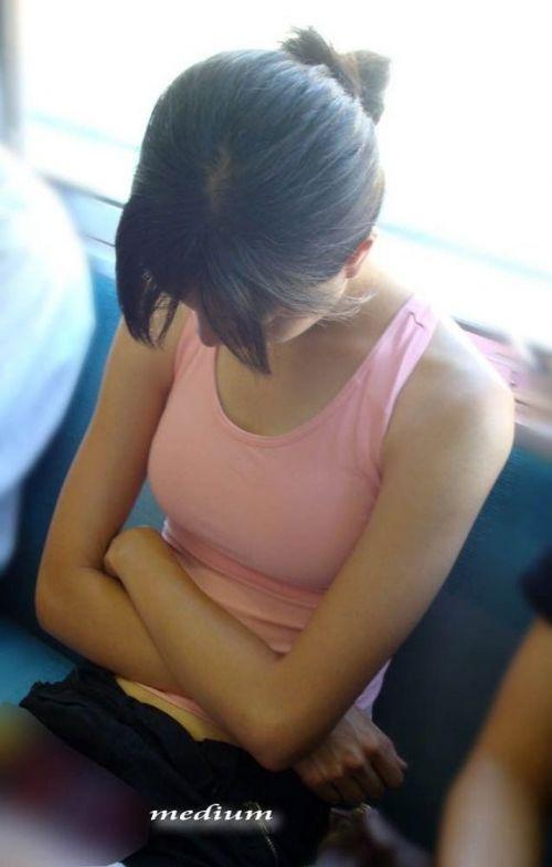 タンクトップの女性のおっぱいの膨らみや胸チラがエロ過ぎ抜けたwww 49枚 No.6