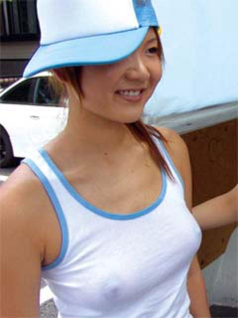 タンクトップの女性のおっぱいの膨らみや胸チラがエロ過ぎ抜けたwww 49枚 No.13