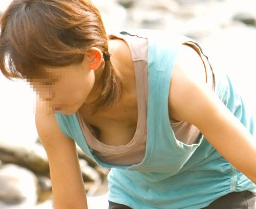 タンクトップの女性のおっぱいの膨らみや胸チラがエロ過ぎ抜けたwww 49枚 No.17