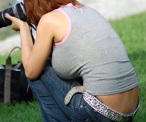 タンクトップの女性のおっぱいの膨らみや胸チラがエロ過ぎ抜けたwww 49枚 No.36
