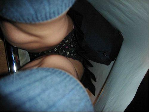 【画像】JKのお尻の肉付きが素晴らしい逆さ撮りのパンチラ盗撮画像 36枚 No.7