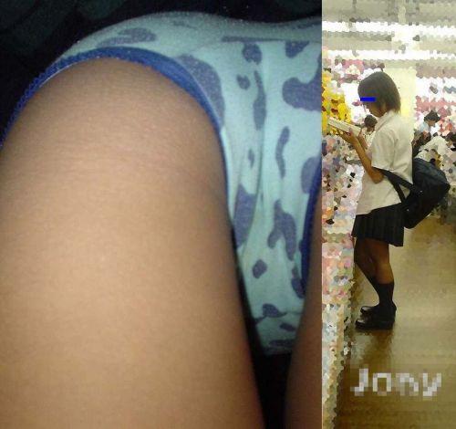 【画像】JKのお尻の肉付きが素晴らしい逆さ撮りのパンチラ盗撮画像 36枚 No.8