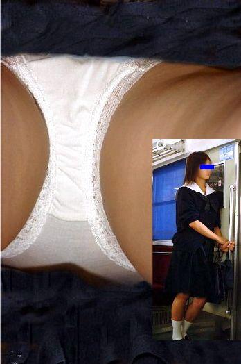 【画像】JKのお尻の肉付きが素晴らしい逆さ撮りのパンチラ盗撮画像 36枚 No.12