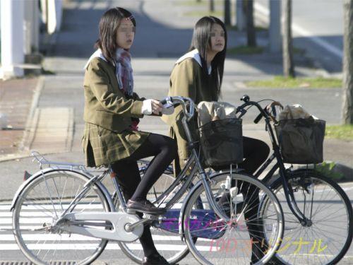 【盗撮】朝一からパンチラしちゃうJKの自転車通学エロ画像 38枚 No.3