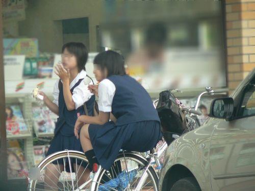 【盗撮】朝一からパンチラしちゃうJKの自転車通学エロ画像 38枚 No.5