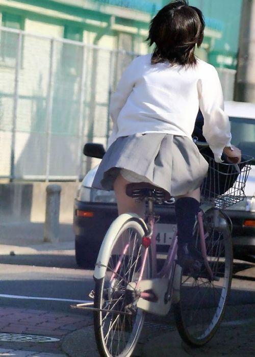 【盗撮】朝一からパンチラしちゃうJKの自転車通学エロ画像 38枚 No.8
