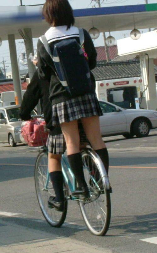 【盗撮】朝一からパンチラしちゃうJKの自転車通学エロ画像 38枚 No.9