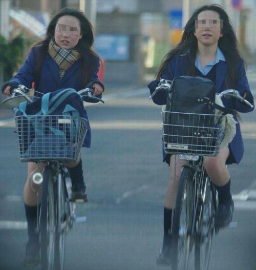 【盗撮】朝一からパンチラしちゃうJKの自転車通学エロ画像 38枚 No.11